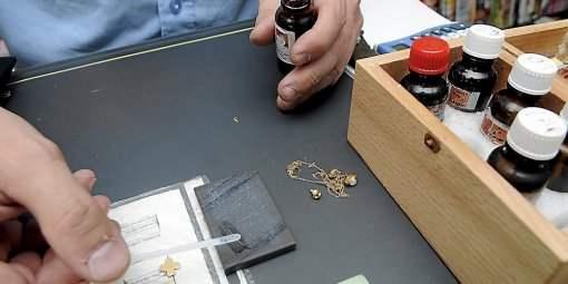 il-rachete-et-recycle-l-or-et-les-metaux-precieux_307975_510x255