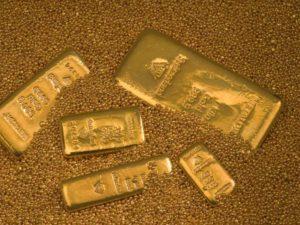 Goldbarren-bei-der-Firma-Metalor-in-Neuenburg