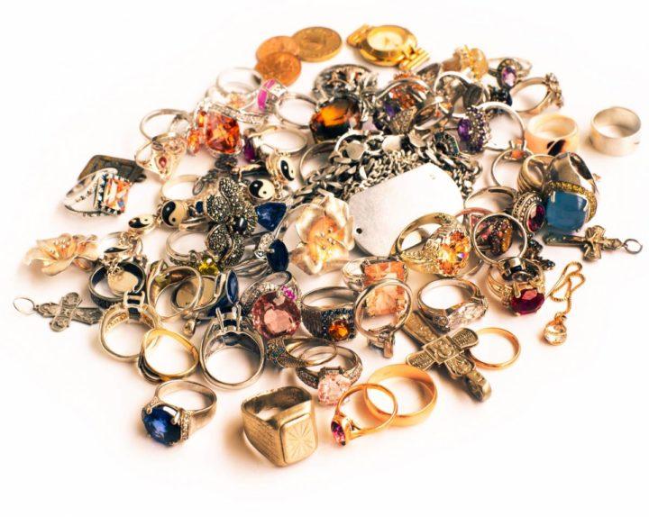 S'adresser à un professionnel en rachat de bijoux anciens
